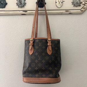 Louis Vuitton petite bucket bag for Sale in Dunedin, FL