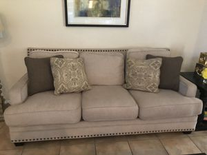 Living room 2 sofas, 1 end table 1 center table for Sale in Saint Cloud, FL