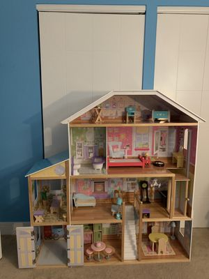 Doll house with accessories for Sale in Schaumburg, IL
