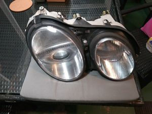 1999-2002 MERCEDES BENZ CL500 -CL600 RIGHT HEADLAMP for Sale in South Gate, CA