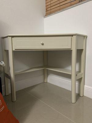 White corner desk for Sale in Miami, FL