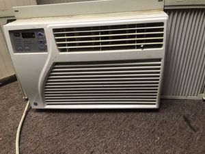 Window Air conditioner unit 6300 BTU for Sale in Cleveland, OH