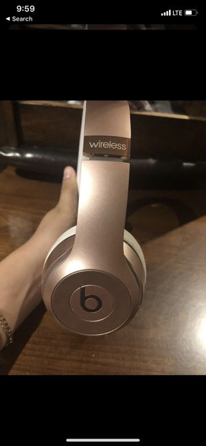 Beats solo 3 rose gold for Sale in Riverside, CA