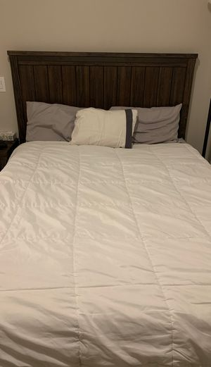 Queen Bedroom Set with Casper Mattress for Sale in Los Angeles, CA