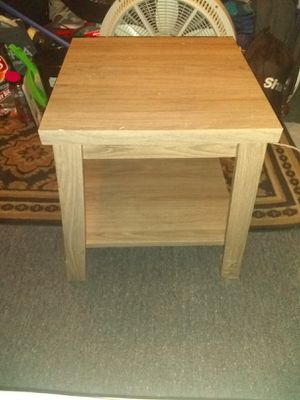 Wood end table for Sale in Lindenwold, NJ