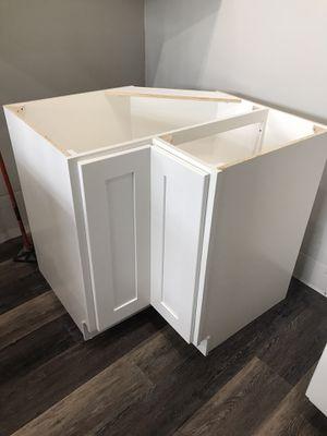 White shaker kitchen cabinets and quartz countertop for Sale in Renton, WA
