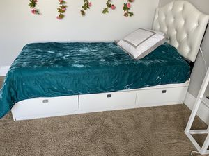 Twin size frame with 3 storage drawers & vinyl headboard for Sale in Waterford Township, MI