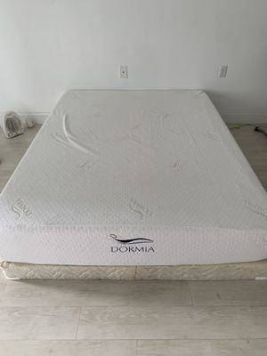 10-inch memory foam mattress from DORMIA for Sale in North Miami Beach, FL
