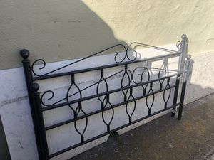 Iron queen bed frame (Similar setup as picture) for Sale in Hayward, CA