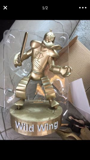 Anaheim ducks statue collectible! Out of 3600! Brand new! Make offer! for Sale in Fountain Valley, CA