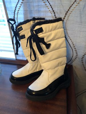 White and Black kids snow boots, size 11 for Sale in Pittsburgh, PA