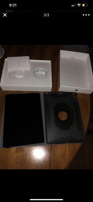 Ipad 10th Gen 32 GB Black W/ case for Sale in Tucson, AZ