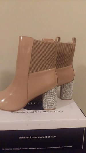 De Blossom Collection- Style (Sahara 2) Color-Nude Sizes 7-11( half sizes available) for Sale in Chicago, IL