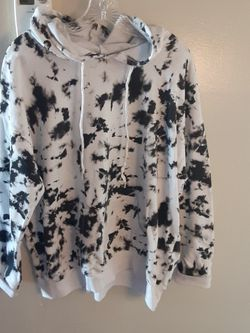 WOMANS SIZE LARGE SWEATER.CHECK OUT MY OFFERS.I HAVE MANY MORE BEAUTIFUL CLOTHES AND ITEMS AVAILABLE GREAT PRICES for Sale in Moreno Valley,  CA