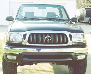LIGHT TAN LEATHER TOYOTA TACOMA 2001 for Sale in Rockford, IL