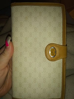 Authentic Gucci Wallet With Serial Numbers for Sale in Cleveland Heights, OH