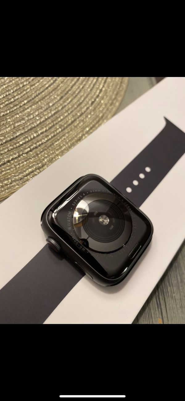Series 4 Apple Watch 44mm Aluminum LTE (UNLOCKED)