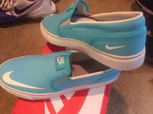Nike slip on size 7 for Sale in Columbus, OH