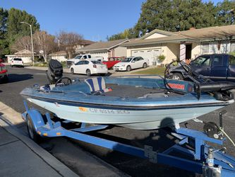 Glastron Bass Boat 17ft for Sale in Santa Clarita,  CA