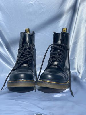 Dr. Martens boots size 6w for Sale in Anaheim, CA