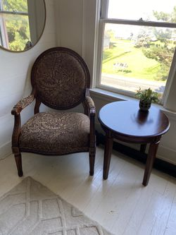 Oversized Sitting Chair With Side Table for Sale in Camano,  WA