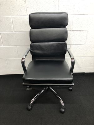 BRAND NEW BLACK ADJUSTABLE MANAGERS OFFICE CHAIR for Sale in Lawrenceville, GA