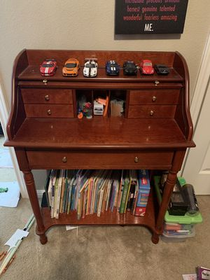 Small Antique desk for Sale in Round Rock, TX