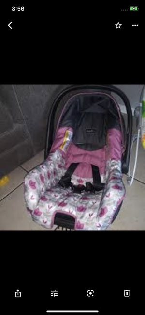 Infant car seat for Sale in Palmdale, CA