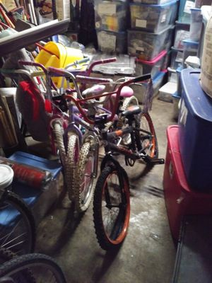 3 adult bicycles/4 small children bicycles for Sale in East St. Louis, IL