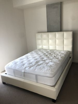 White/Off-white Headboard & Bed Frame for Sale in San Diego, CA