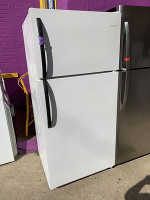 FRIGIDAIRE top freezer refrigerator working perfectly with 4 months warranty for Sale in Baltimore, MD