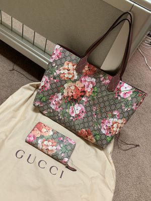 Gucci purse and wallet for Sale in Pittsburgh, PA