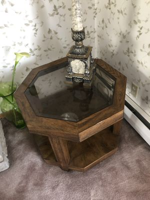 Wooden end table for Sale in Gahanna, OH