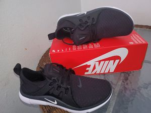 NIKE ACALME WOMEN SHOES NEW for Sale in Orange, CA