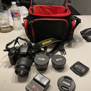 Nikon D5600 for Sale in Houston, TX