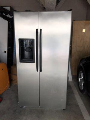 GE Double Door Refrigerator/Freezer with ice machine & water filter for Sale in West Los Angeles, CA