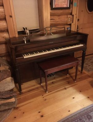 Aero sonic Spinet piano for Sale in Sanger, CA