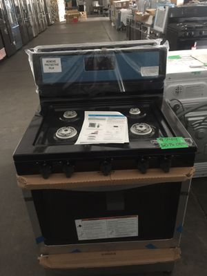 Whirlpool gas range with broiler for Sale in San Luis Obispo, CA