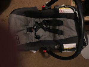 Rear facing car seat w/base I for Sale in Elmore, AL