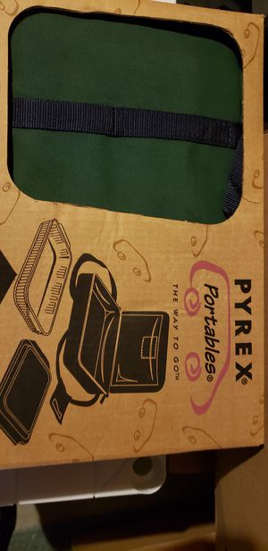 Pyrex Portables 13x8 in carrying case. Cash only. No shipping. for Sale in WILOUGHBY HLS, OH