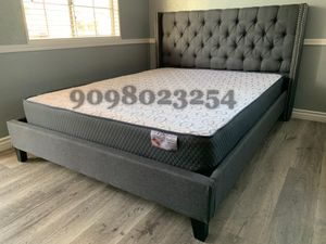 Queen gray tufted bed w. Supreme orthopedic mattress included for Sale in Banning, CA