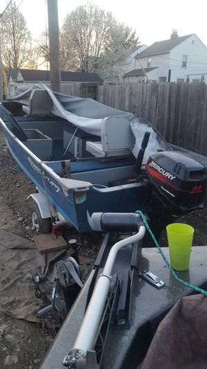 Fishing boat 14 and a half foot Spectrum with new Mercury 99 4-stroke for Sale in Columbus, OH