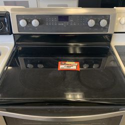 Whirlpool Electric Range for Sale in Portland,  OR