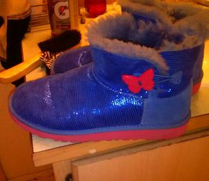 UGGS in excellent shape size 5 for Sale in Seattle, WA