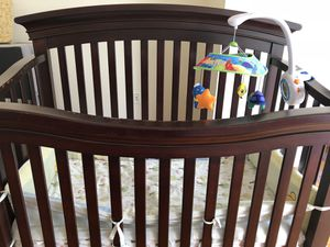 Infant crib with mobile for Sale in Jersey City, NJ