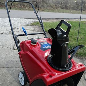 "NEW- Toro Power Clear 721 E 4-Cycle 21"" Inch Snowblower W/Electric Start for Sale in Aurora, IL"