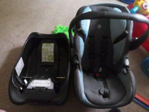 Car seat and base for Sale in Marietta, GA