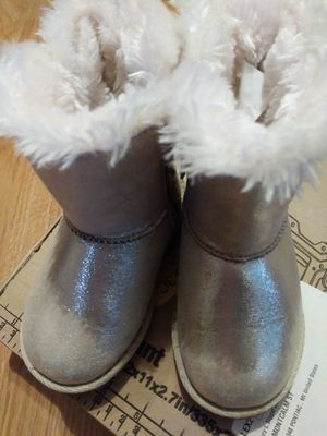 Girls size 6 boots for Sale in Lake Angelus, MI
