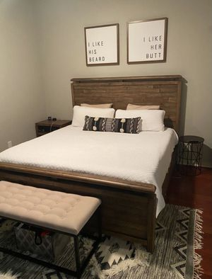 King size wood bed frame for Sale in St. Petersburg, FL