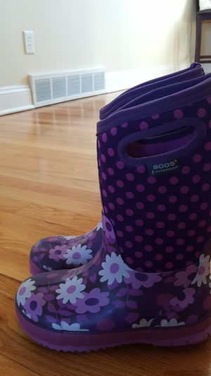 Bogs Girls size 2 winter boots for Sale in East Greenbush, NY